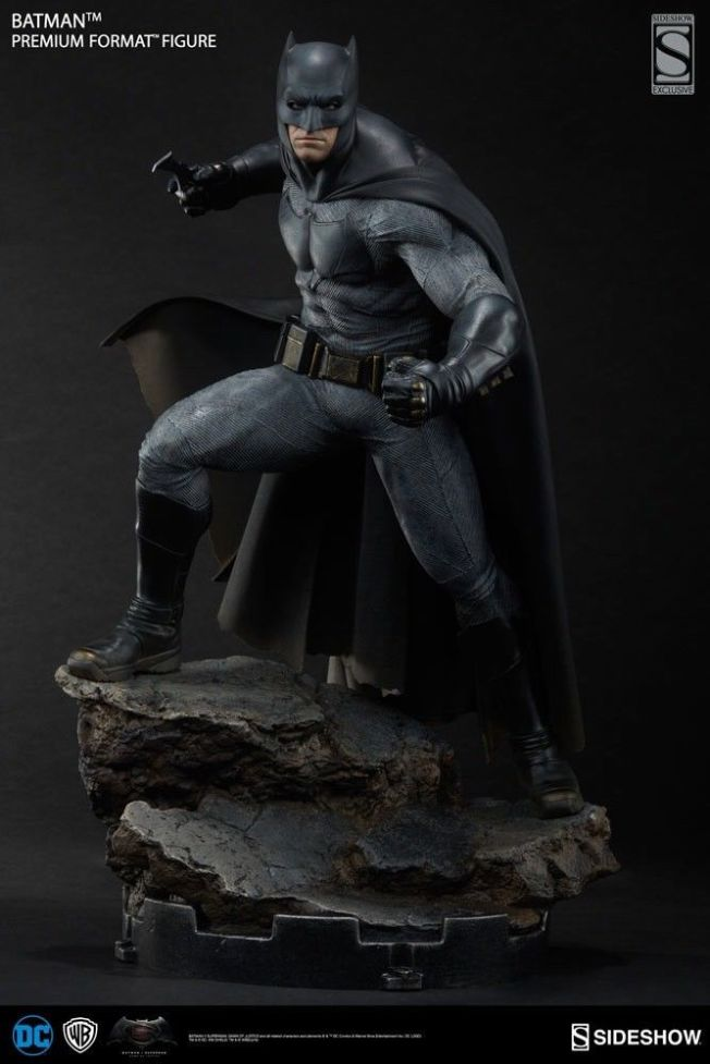 Batman-BvS-Premium-Format-Exclusive-Sideshow-Statue-Sold-_57 (1)