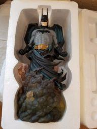 BATMAN-Cold-Cast-Porcelain-Statue-393-2500-Tim-Bruckner-Sculpt-_57