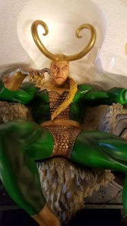 Bowen-Designs-Loki-on-Throne-Painted-Statue-Thor-_57 (1)