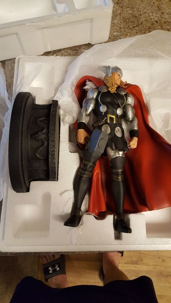 Bowen-Designs-Modern-Museum-The-Mighty-Thor-Statue