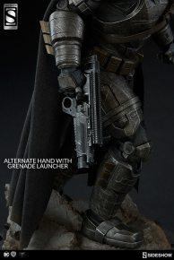 dc-comics-armored-batman-premium-format-3004011-01