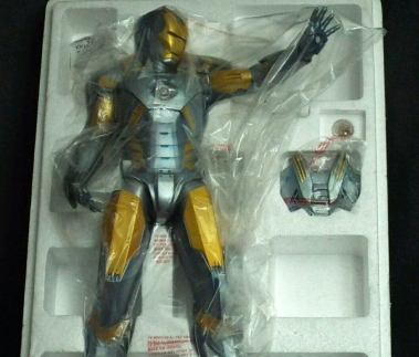 Gentle-Giant-Marvel-Metropolis-Iron-Man-Armor-Variant-_57 (3)