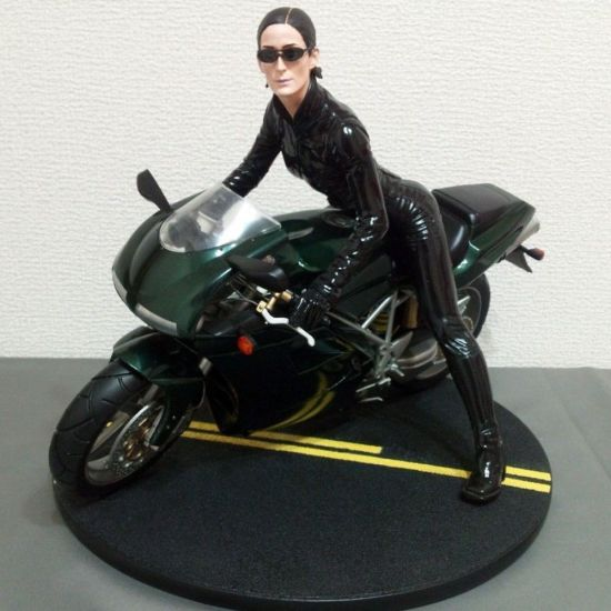 Gentle-Giant-Matrix-Reloaded-TRINITY-on-Motorcycle-1-6-_57 (1)