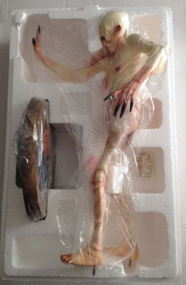 Pans-Labyrinth-Pale-Man-Statue-SIGNED-Gentle-Giant-_57 (1)