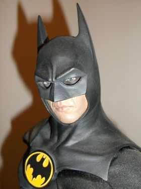 Sideshow-Collectibles-Michael-Keaton-1989-Batman-Premium-Format-_57 (1)