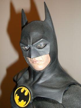 Sideshow-Collectibles-Michael-Keaton-1989-Batman-Premium-Format-_57 (1)