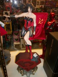 Sideshow-Collectibles-Premium-Format-WONDER-WOMAN-RED-SON