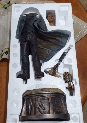 Sideshow-Collectibles-Terminator-Salvation-Marcus-Wright-Polystone-Statue-_57