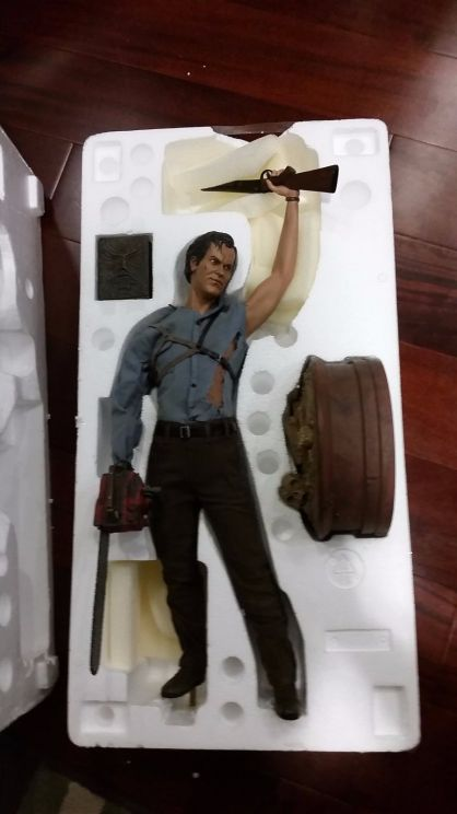 Sideshow-Exclusive-Army-Of-Darkness-Ash-Premium-Format-_57