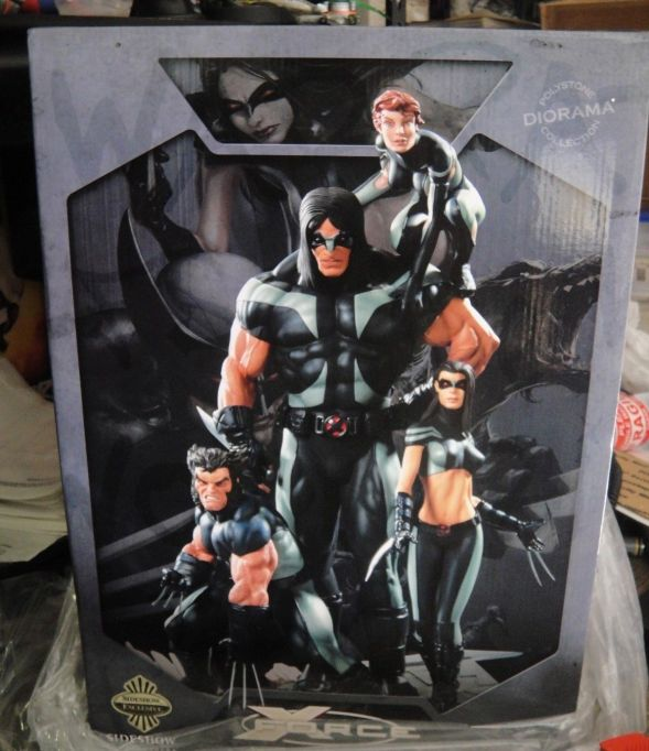 SIDESHOW-EXCLUSIVE-NEW-MIB-X-FORCE-DIORAMA-STATUE-WOLVERINE-X-23-_57 (1)