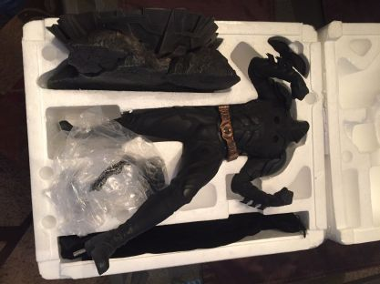Sideshow-Exclusive-The-Dark-Knight-Batman-Premium-Statue-_57