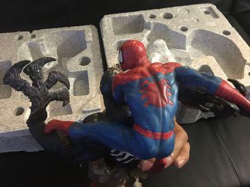 Sideshow-Spider-Man-Vs-Venom-Diorama-Statue-Marvel-_57 (3)