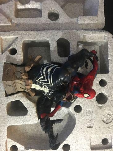 Sideshow-Spider-Man-Vs-Venom-Diorama-Statue-Marvel-_57