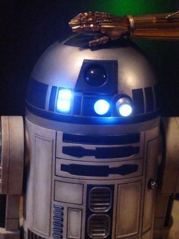 Sideshow-Star-Wars-C-3PO-R2D2-Premium-format-_57 (2)