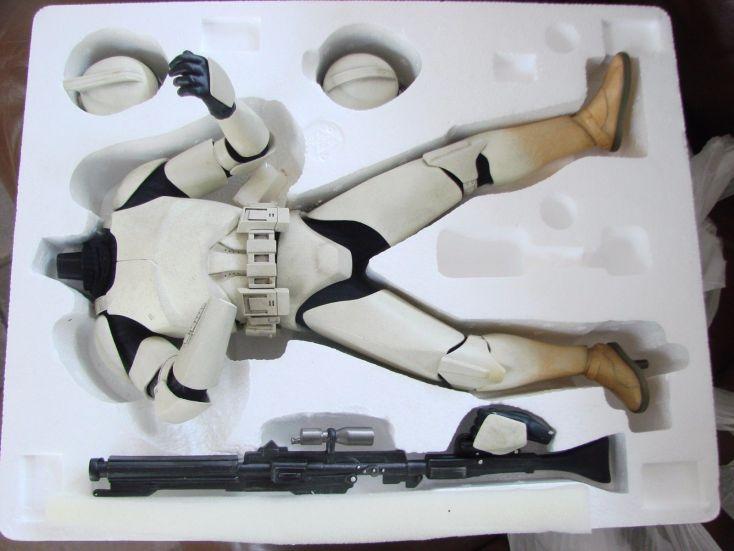 Sideshow-Star-Wars-Clone-Trooper-Premium-Format-Exclusive-_57 (1)