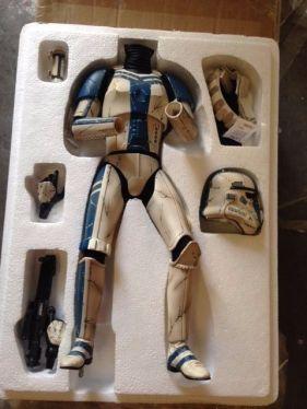 Sideshow-Star-Wars-Stormtrooper-Commander-Premium-Format-Figure-_57 (2)