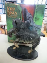 Weta-Sideshow-Collectibles-Ringwraith-Steed-Statue-Lord