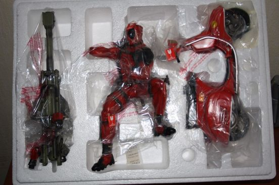 Deadpool-Statue-by-Gentle-Giant-VERY-RARE-NEW-_57 (1)