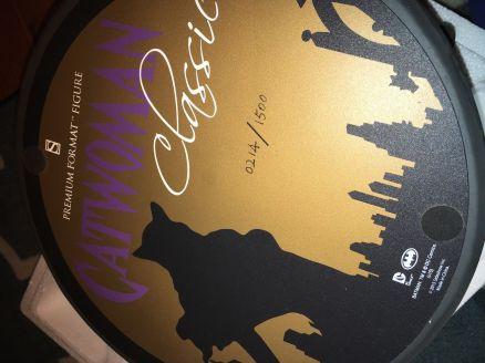 Sideshow-Batman-Premium-Format-Classic-Purple-Version-Catwoman