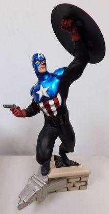 Sideshow-Exclusive-Captain-America-James-Bucky-Barnes-Premium