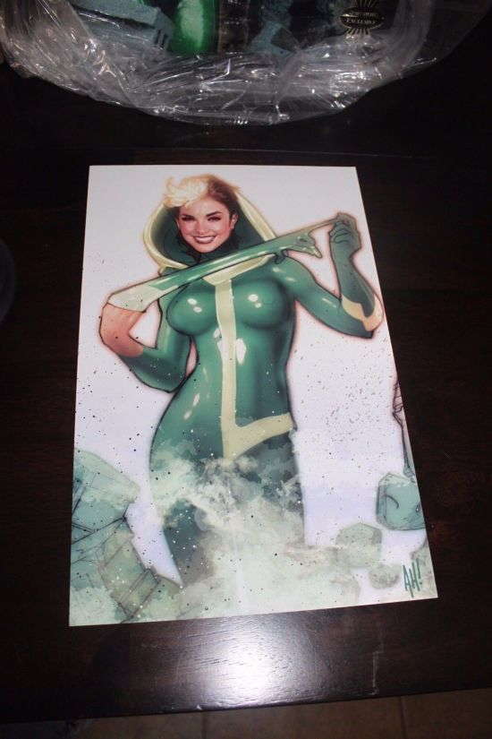 Sideshow-Exclusive-Rogue-Comiquette-with-Print-625-1000-Adam-_57 (2)