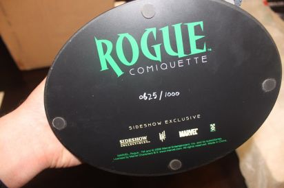 Sideshow-Exclusive-Rogue-Comiquette-with-Print-625-1000-Adam-_57