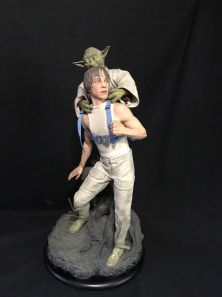 Sideshow-Premium-Format-Luke-Skywalker-and-Yoda-Statue