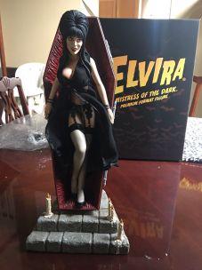 Elvira-Sideshow-Collectable-Premium-Statue-Beautiful-Coffin