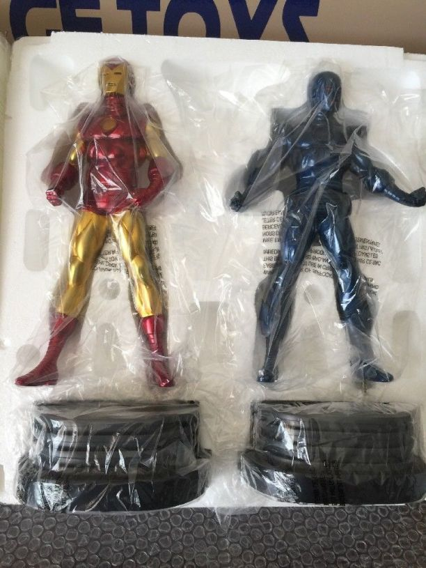 Invincible-Iron-Man-4-Pack-Marvel-Comics-Statue-_57 (2)