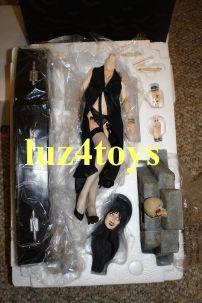 Sideshow-Elvira-in-Coffin-Premium-Format-Exclusive-Edition