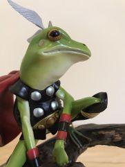 Sideshow-Marvel-Comics-Thor-Frog-Throg-Diorama-Statue-_57 (3)