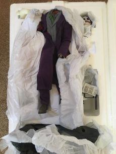 Sideshow-Premium-Format-The-Dark-Knight-JOKER-Statue-_57 (2)