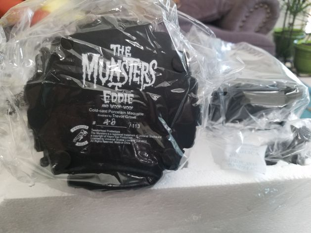Tweeterhead-Munsters-Eddie-Munster-Black-and-White-Maquette-_57 (2)