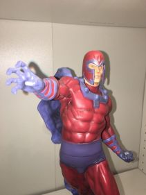 Displayed-MAGNETO-COMIQUETTE-STATUE-SIDESHOW-_57