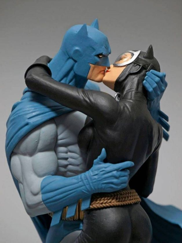 Hush-BATMAN-CATWOMAN-KISS-STATUE-NEW-Dark-Knight-_57 (3)