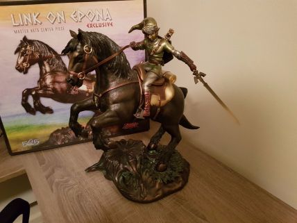 Link-on-Epona-Exclusive-Statue-30-First
