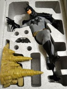BATMAN-MUSEUM-QUALITY-14-STATUE-Ltd-Ed-728-1800-_57