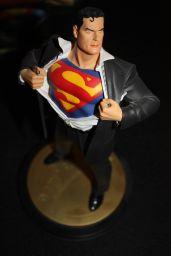 Dc-Direct-Superman-Forever-1-Statue-Full-Size-_57 (1)