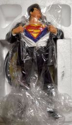 Superman-Forever-full-size-statue-Alex-Ross-DC-Direct-_57