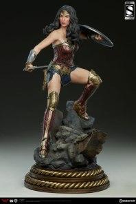 dc-comics-batman-vs-superman-wonder-woman-premium-format-figure-sideshow-3004001-03