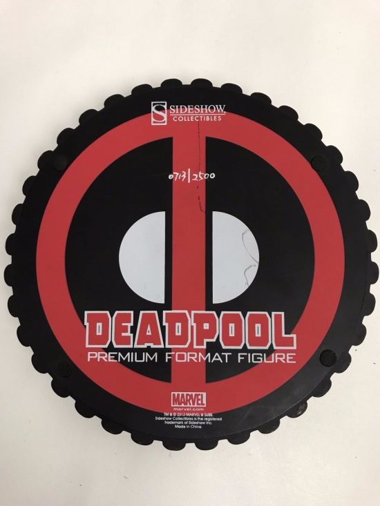 Deadpool-Premium-Format-Statue-Sideshow-Collectibles-713-2500-_57