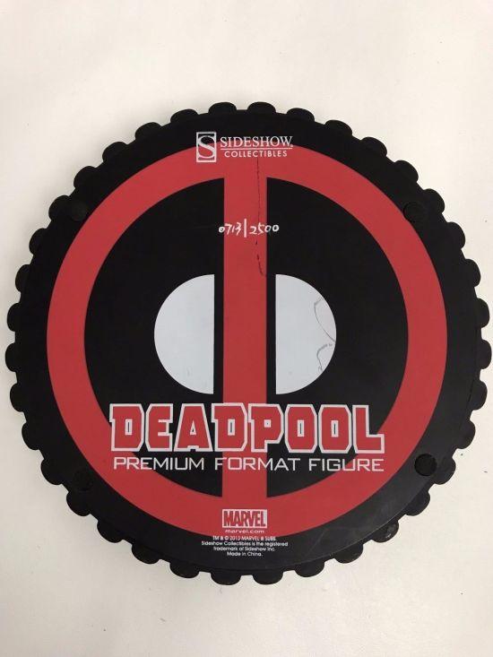 Deadpool-Premium-Format-Statue-Sideshow-Collectibles-713-2500-_57