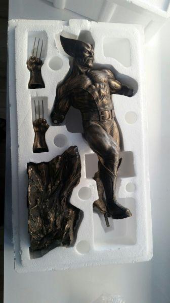Sideshow-Cold-Cast-Bronze-Wolverine-Statue
