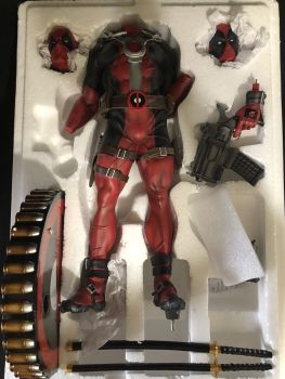 Sideshow-Premium-Format-Deadpool-Marvel-in-Great-Condition-_57