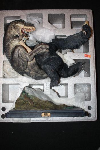 Weta-Kong-Sold-Out-V-Rex-Vs-Kong-Polystone-_57